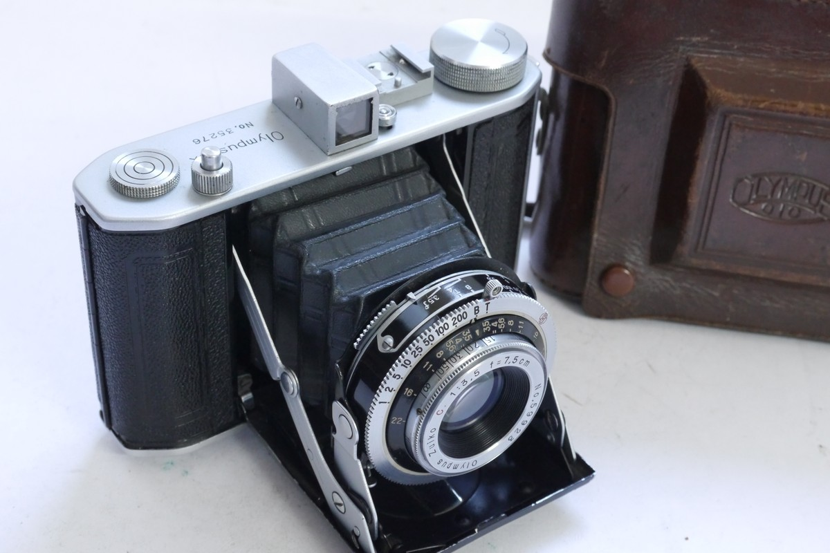 Olympus Six 6×6 6×4.5 on 120 folding camera with 7.5cm f3.5 Zuiko C coated  lens in Copal shutter   makers ER case. UNCOMMON  637b464c82bc